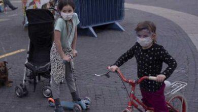 Photo of الصحة العالمية تنصح الأطفال بارتداء الكمامات من سن الـ 12