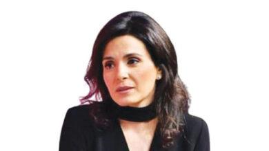 Photo of نايلة تويني أول سيدة تفوز بجائزة شخصية العام الاعلامية