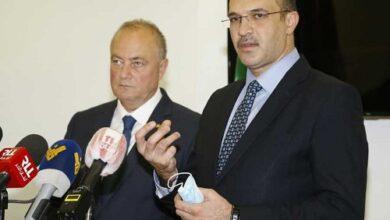 Photo of وزير الصحة بحث مع السفير الروسي في استقدام لقاح سبوتنيك